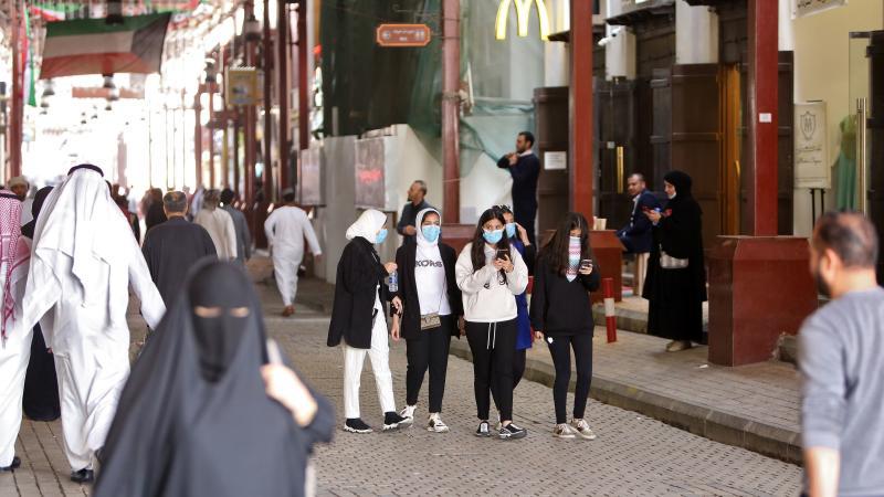 Kuwaiti women wear protective masks at the Mubarakiya Market in Kuwait City on Monday. (AFP photo)
