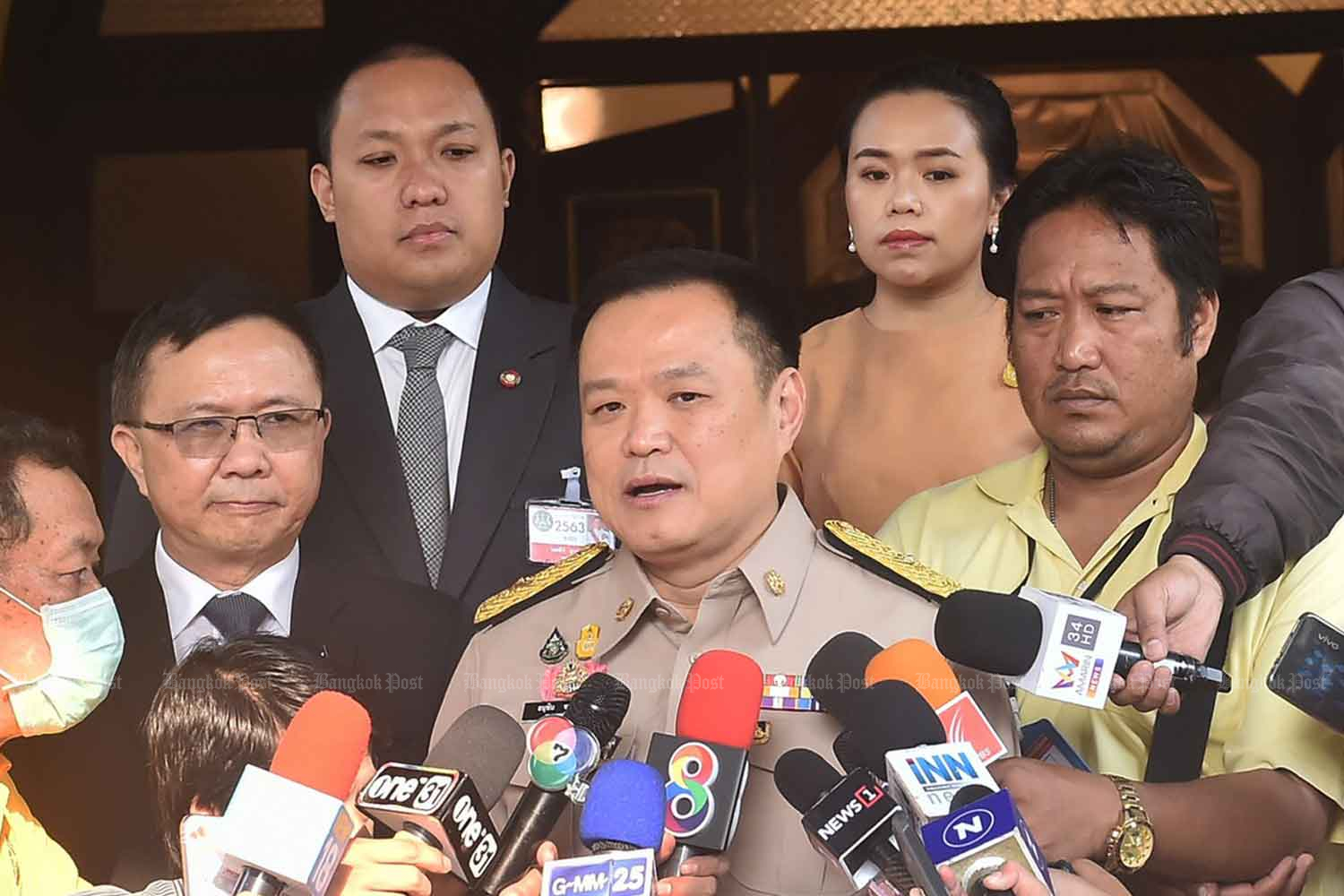 Deputy Prime Minister and Public Health Minister Anutin Charnvirakul speaks to reporters at Government House in Bangkok on Monday. (Photo by Wassana Nanuam)