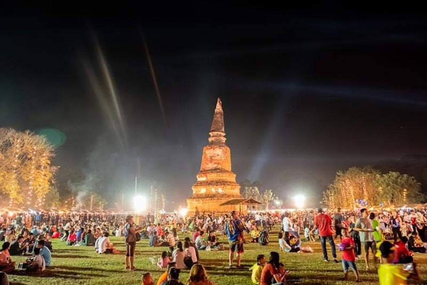 A spectacular light and sough presentation at the Ayutthaya World Heritage Fair 2018. The 2019 event, which had already been rescheduled to March 13-22, has now been postponed indefinitely due to the spread of the novel coronavirus. (Photo by Sunthorn Pongpao)