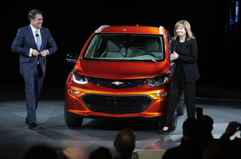 GM unveils long-range battery in new electric car push