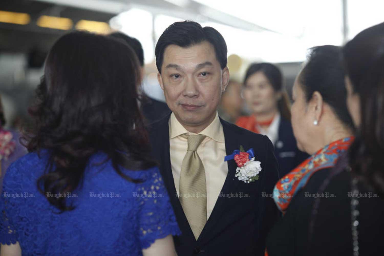 Thai Airways International president Sumet Damrongchaitham, centre, resigned during the board meeting on Thursday. His resignation takes effect on April 11. (Bangkok Post file photo)