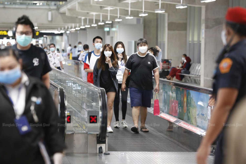 Passengers wearing face masks arrive at Suvarnabhumi airport. (File photo)