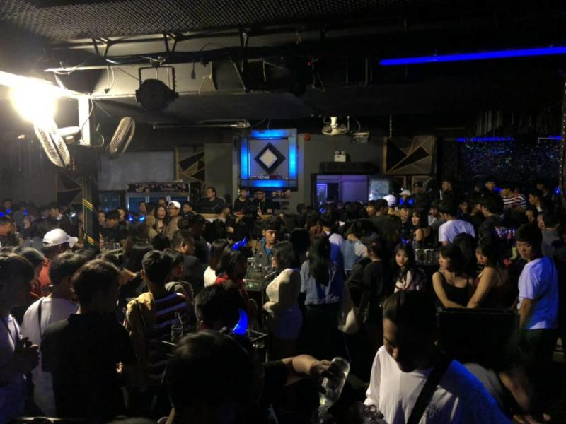 Public Health Minister Auntin Charnvirakul favours closure of all entertainment venues nationwide in the wake of cluster infections involving people drinking together in a pub. (Photo by Yutthapong Kumnondnae)