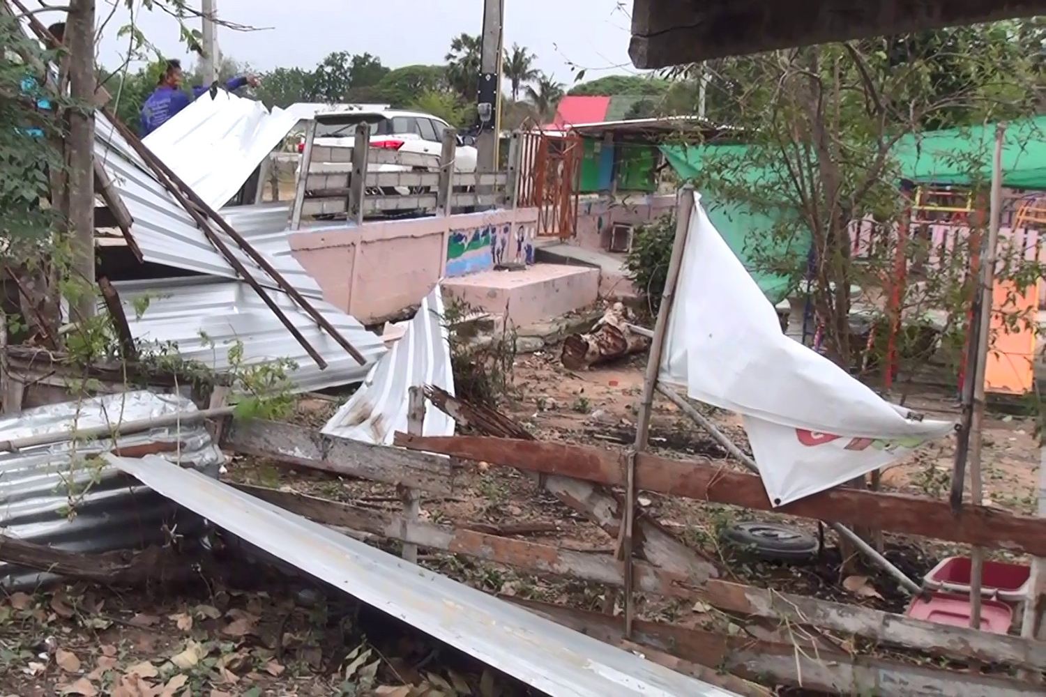 Storms damage four villages in Khu Muang district of Buri Ram on Saturday. (Photo by Surachai Piragsa)