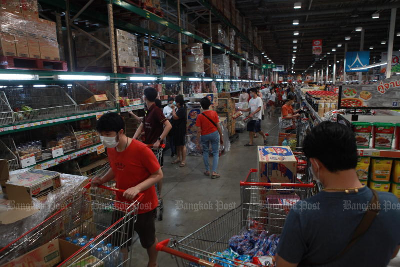 People flock to a Makro branch in Bangkok's Bang Bon district to buy food and other necessities amid escalating concerns over further spread of the novel coronavirus. (Photo by Arnun Chonmahatrakool)
