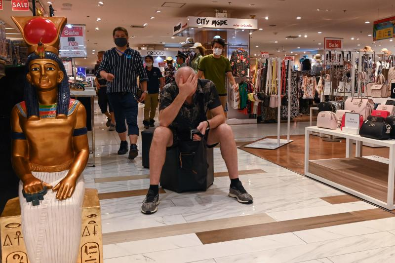 People wear facemasks amid concerns over the spread of the Covid-19 novel coronavirus at a shopping mall in Bangkok on March 10, 2020. (AFP photo)