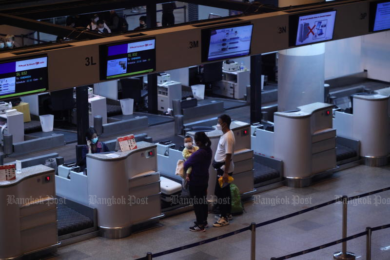 Don Mueang airport, operated by Airports of Thailand Plc, is quiet on Friday as the coronavirus pandemic slows air travel. Shares of the company plunged more than 8% on Monday morning. (Photo by Arnun Chonmahatrakool)