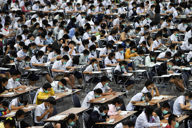 Students wearing protective masks attend an admission exam for the Triam Udom Suksa School, a state upper-secondary school that has the largest enrollment in the country, at Impact Forum in Bangkok on March 5, 2020. (Reuters photo)