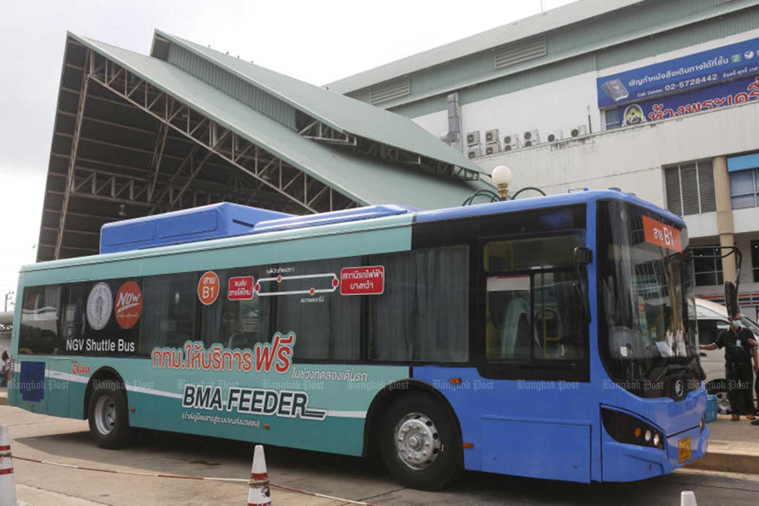 The Bangkok Metropolitan Administration launches the first of three pilot BTS shuttle bus services on Tuesday. (Photo by Pattarapong Chatpattarasill)