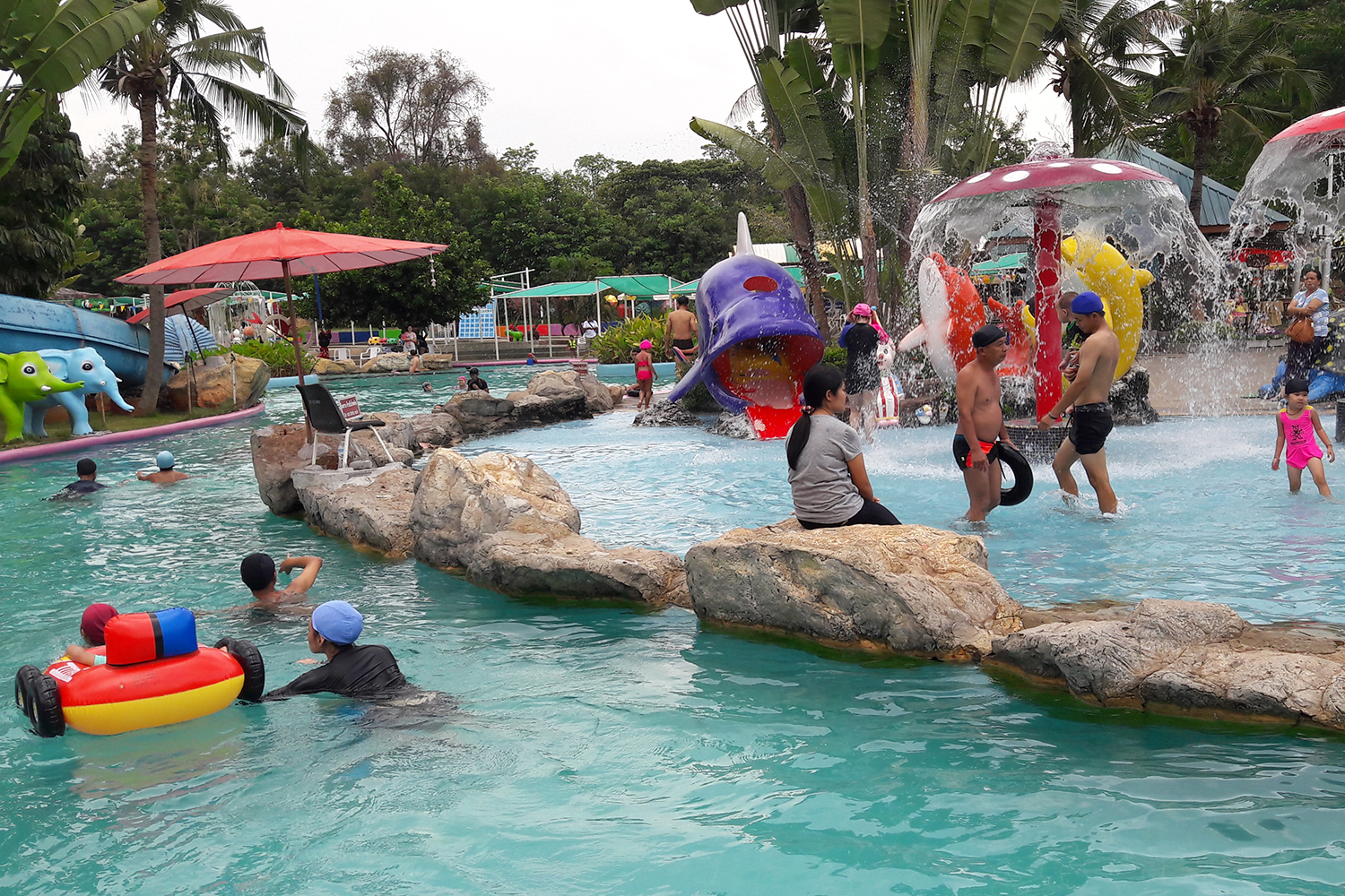 Korat Zoo lagoon in Nakhon Ratchasima, among the places ordered to close until April 1,  to help contain the spread of Covid-19. (Photo: Prasit Tangprasert)