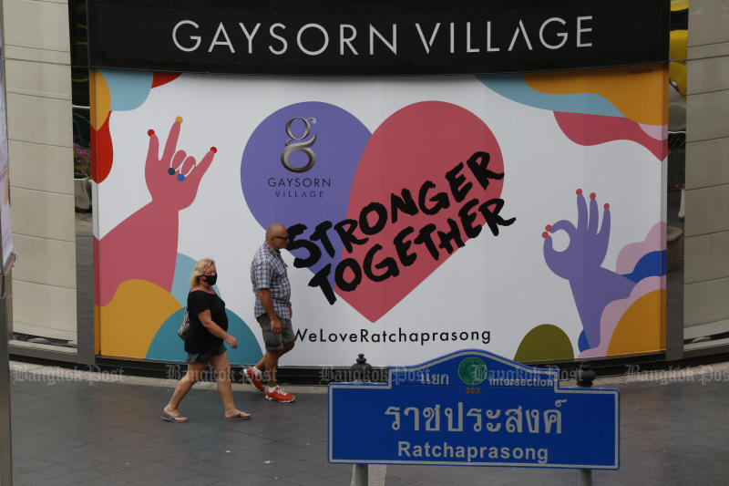 Tourists are seen at Ratchaprasong intersection on Monday. (Photo by Pornprom Satrabhaya)