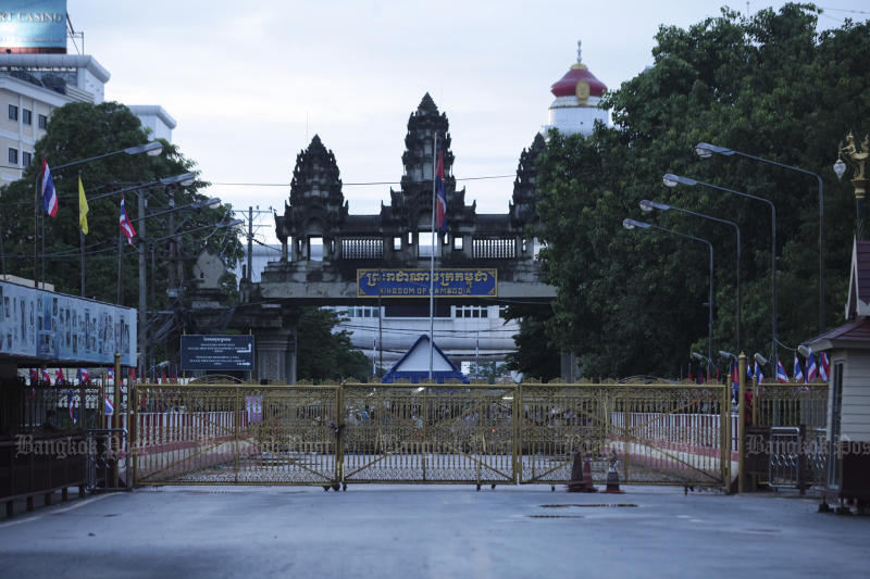 The checkpoint between Aranyaprathet district of Sa Kaeo and Poipet in Cambodia is among all border passes in the province to be closed from Monday to April 5. (Bangkok Post file photo)
