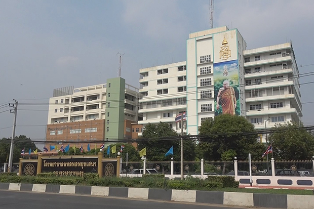 Phaholpolpayuhasena Hospital in Muang district of Kanchanaburi does not allow people to visit patients from Monday to reduce risks of the coronavirus. (Photo by Piyarach Chongchareon)