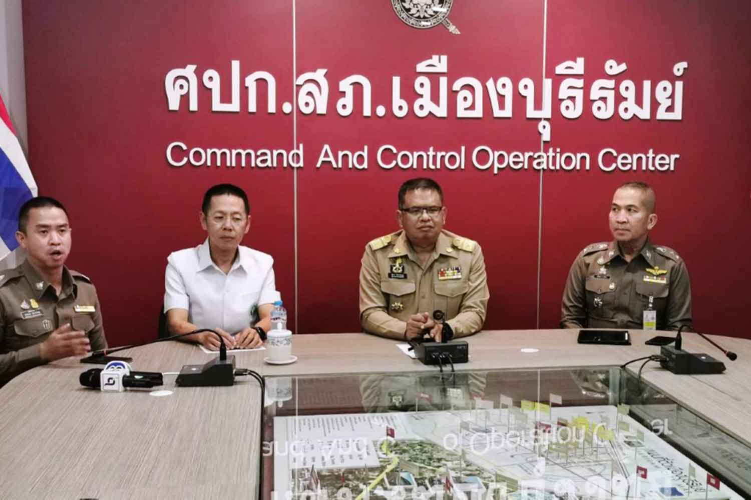 Buri Ram governor Thatchakorn Hathathayakul, centre, at a press conference at the police command and control operation centre on Monday night. (Photo: Surachai Piragsa)