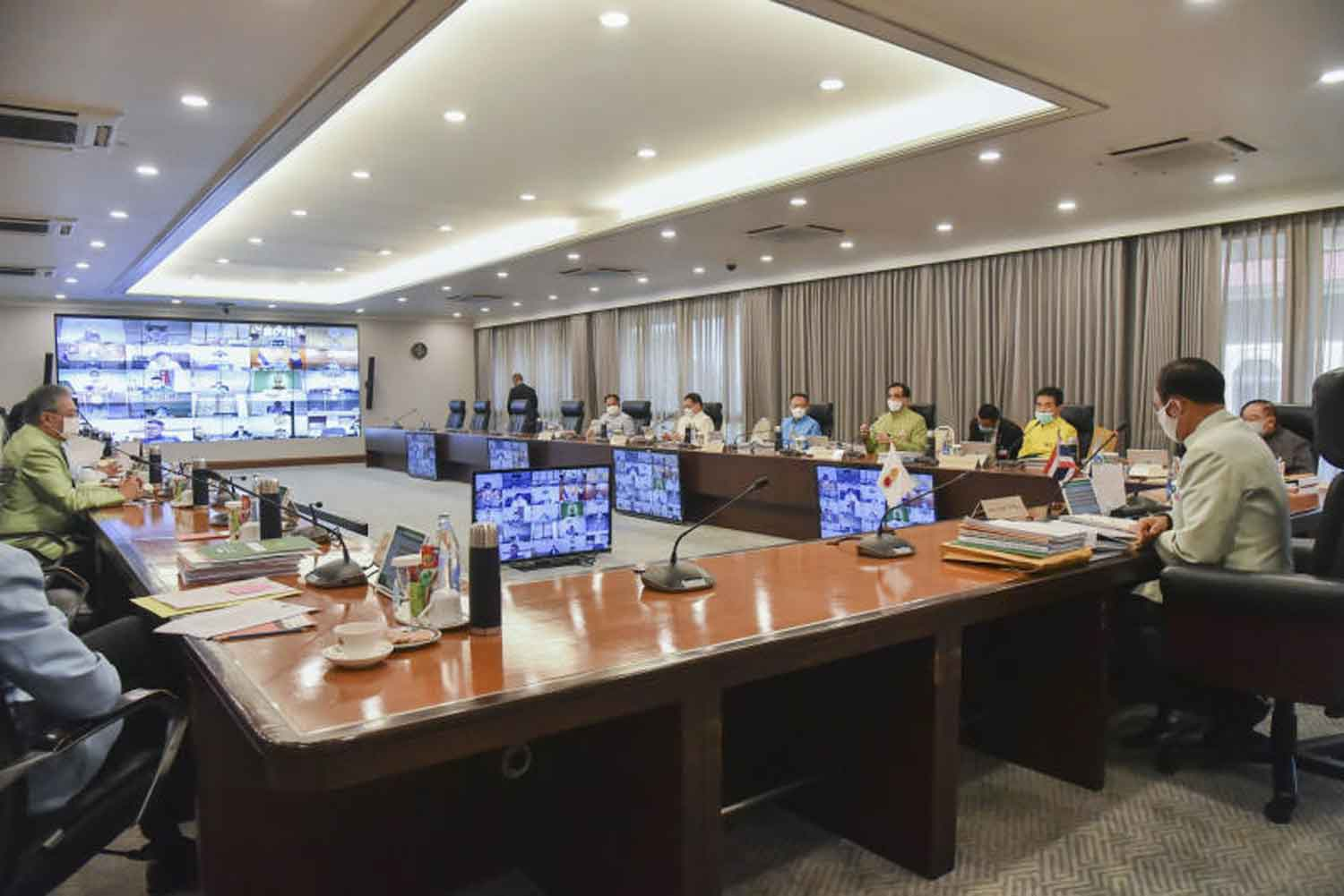The cabinet holds its first weekly teleconference at Government House in Bangkok on Tuesday, with some ministers practising social distancing and others calling in from their ministries. (Government House photo)
