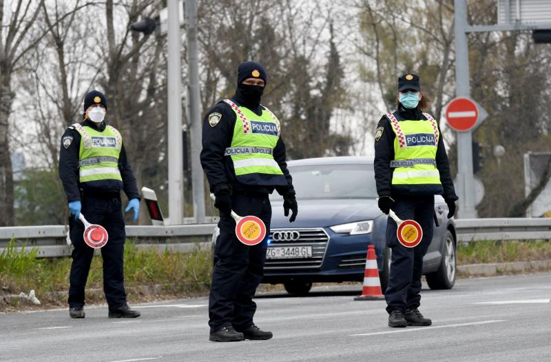 Police check vehicles at an entry point to Zagreb on Tuesday as authorities enforce a lockdown  in a bid to curve the spead of the Covid-19 infection caused by the novel coronavirus. (AFP photo)