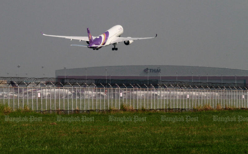 Deputy Prime Minister Somkid Jatusripitak will not allow ailing flag-carrier Thai Airways International to collapse and dismissed rumours of impending lay-offs. (Bangkok Post photo)
