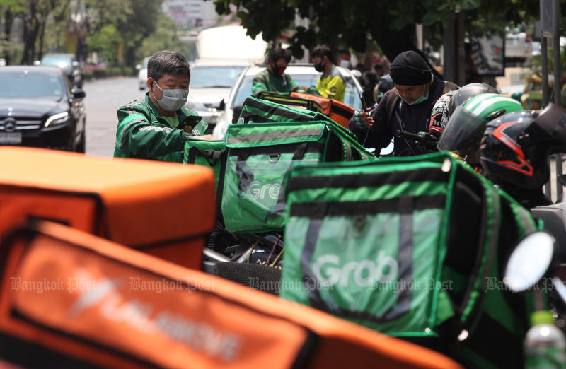 Grab Thailand has reduced the commission fee collected from food merchants to accommodate rising demand for food delivery. (Photo by Arnun Chonmahatrakool)