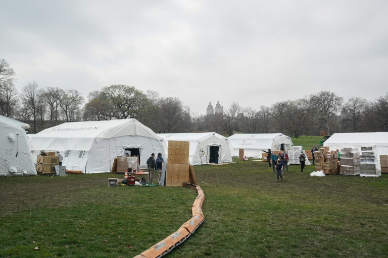 Volunteers from the International Christian relief organization Samaritan's Purse set up an Emergency Field Hospital for patients suffering from the coronavirus in Central Park on March 30, 2020 in New York.