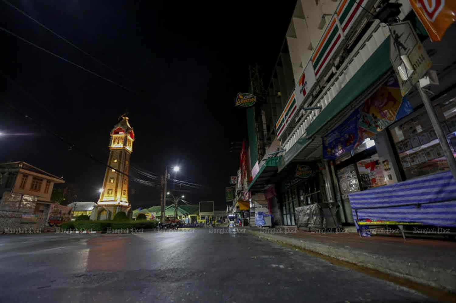 The area near Nonthaburi market on the first night of the curfew from 11pm to 5am 