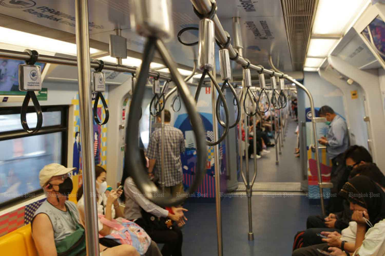 Electric trains in greater Bangkok will stop their daily service at 9.30pm, under the the nationwide curfew. (Photo: Apichit Jinakul)