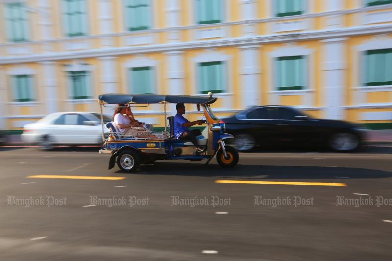 With no foreigners visiting the country, some tuk-tuk drivers have turned to parcel delivery to survive the coronavirus bite. (Post Today photo)