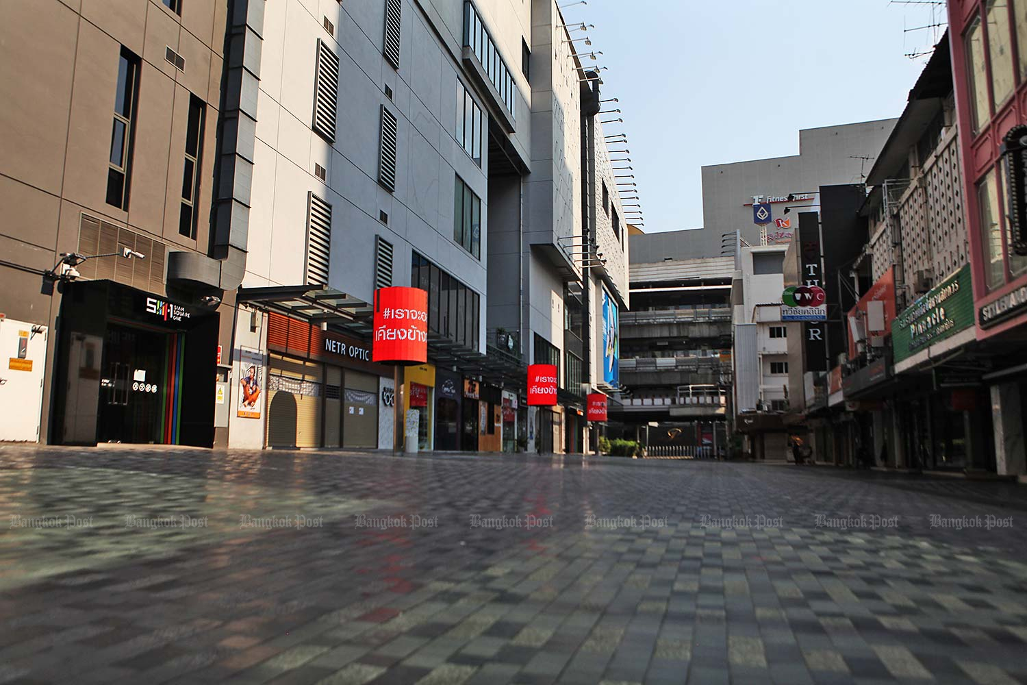 Usually bustling, Siam Square remains vacant. The JSCCIB expects the economy to enter recession.(Photo by Arnun Chonmahatrakool)