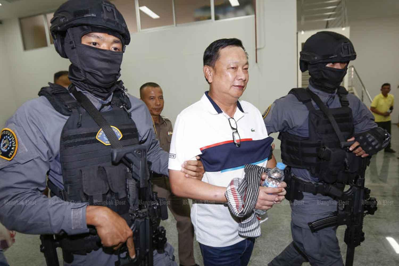 Former deputy commerce minister Banyin Tangpakorn, centre. (Bangkok Post file photo)
