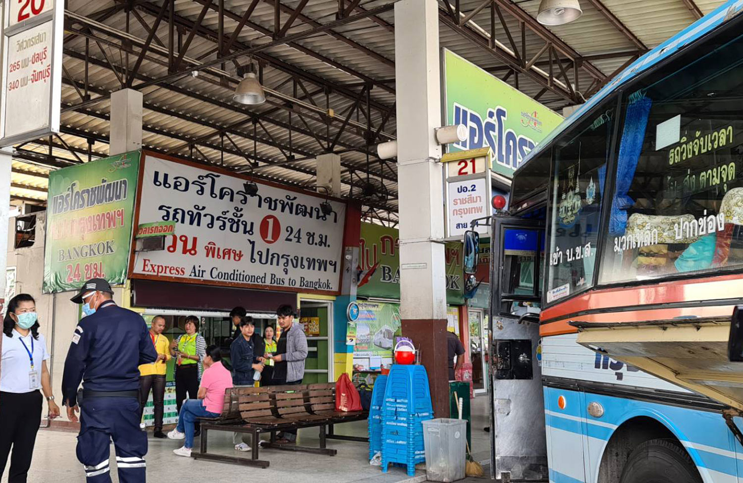 Interprovincial buses operating between Nakhon Ratchasima and Bangkok and other provinces, are ordered to suspend services immediately until further notice as provincial authorities want to prevent the spread of Covid-19. (Photo by Prasit Tangprasert)