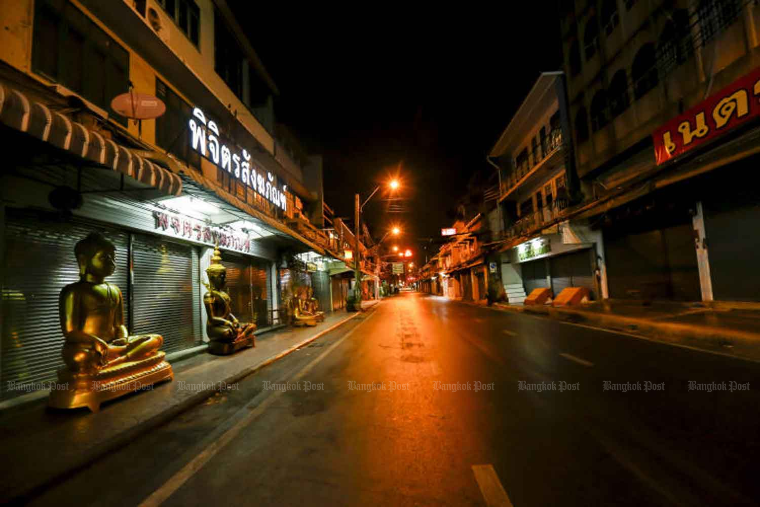 Bamrung Muang Road, in Phra Nakhon district of Bangkok, which is famous for being lined with shops selling statues of Buddha, is deserted after 10pm on April 3 night. Prime Minister Prayut Chao-cha earlier announced a 10pm-4am nationwide curfew to combat the outbreak of the Covid19 virus. (Photo: Pattarapong Chatpattarasill)