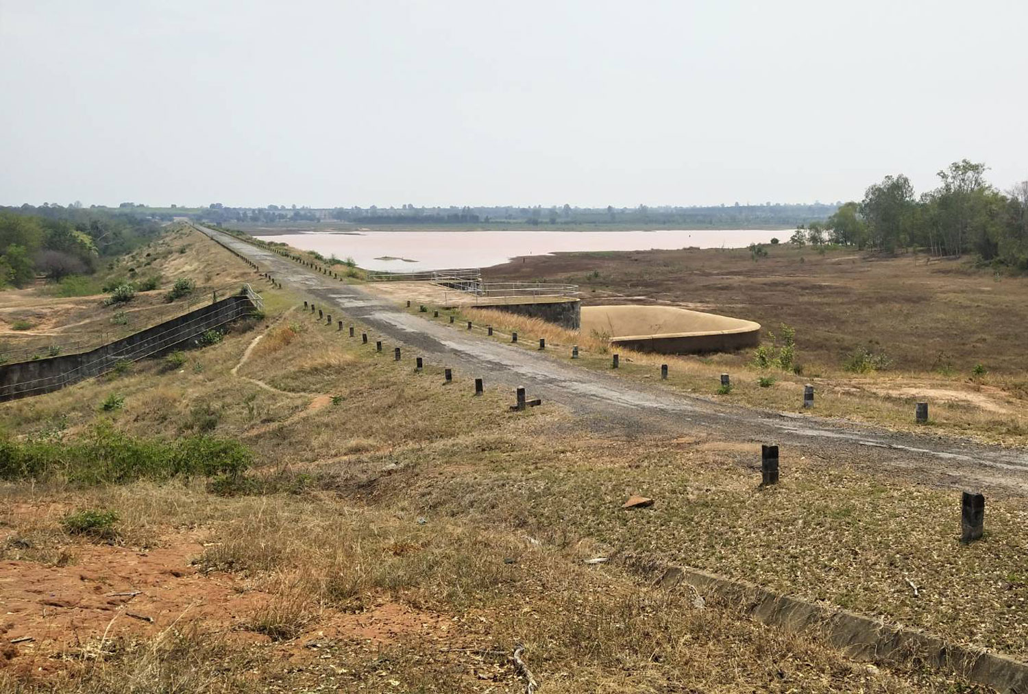 Huay Bong reservoir in Nakhon Ratchasima's Chum Phuang district is rapidly drying up and now holds only 1% of its intended capacity. (Photo: Prasit Tangprasert)