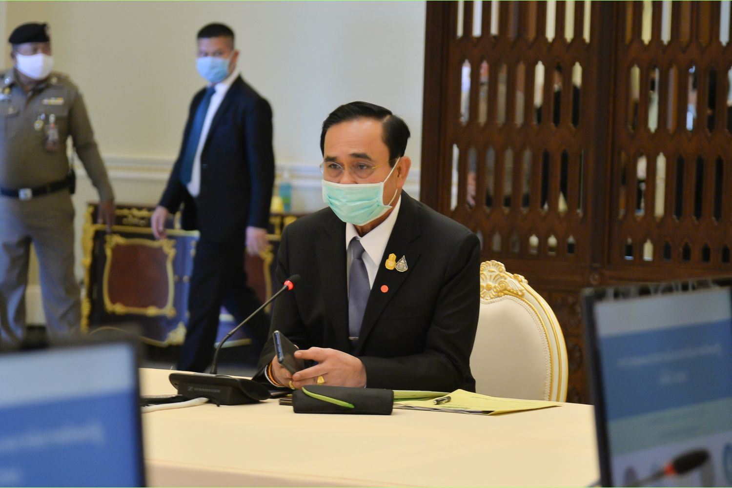 Prime Minister Prayut Chan-o-cha says the 5,000-baht handout period is in fact three months, not just one month like he said earlier. (Government House photo)