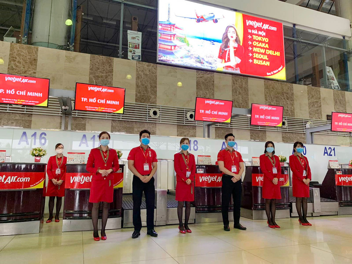 (Above: Vietjet's checkin counter at Noi Bai International Airport)