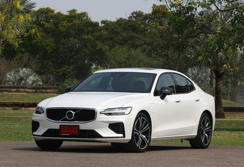 Volvo S60 T8 R Design Plug In Hybrid 2020 Review