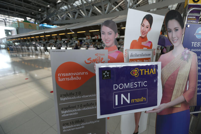 Check-in counter for passengers at the Suvarnabhumi airport passenger terminal is totally empty, as the outbreak hits the overall tourism industry. (Photo by Varuth Hirunyatheb)