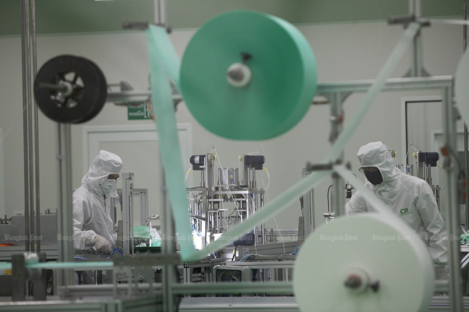 A 100-million-baht surgical mask factory in Samut Prakan built in five weeks by the Charoen Pokphand Group, controlled by billionaire Dhanin Chearavanont, was up and running on Thursday. It has a capacity of 3 million pieces a month. The output is free and will be shipped to and distributed only by hospitals to medical workers and people with no access to them. (Photo by Arnun Chonmahatrakool)