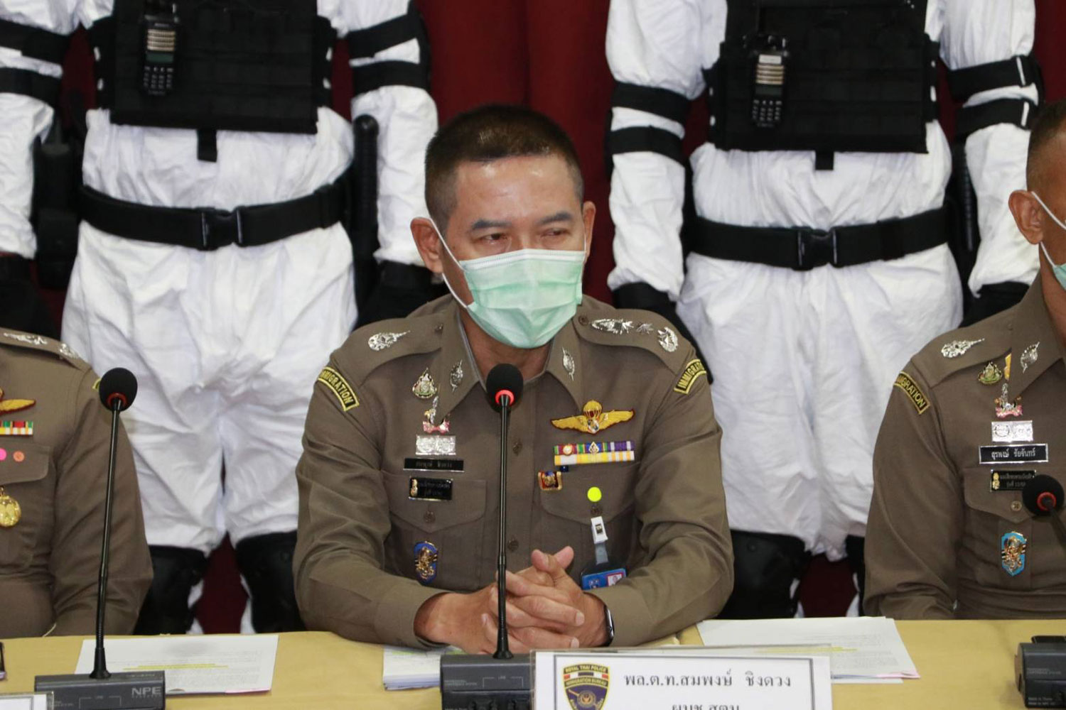 Pol Lt Gen Sompong Chingduang, commissioner of the Immigration Bureau, on Thursday announces the arrests of seven suspects in four cases involving sales of face masks. (Supplied photo)