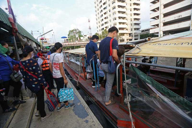 The Bangkok Metropolitan Administration plans to limit seats per each boat on Klong Saen Saep to 50 passengers per trip. (Photo by Varuth Hirunyatheb)