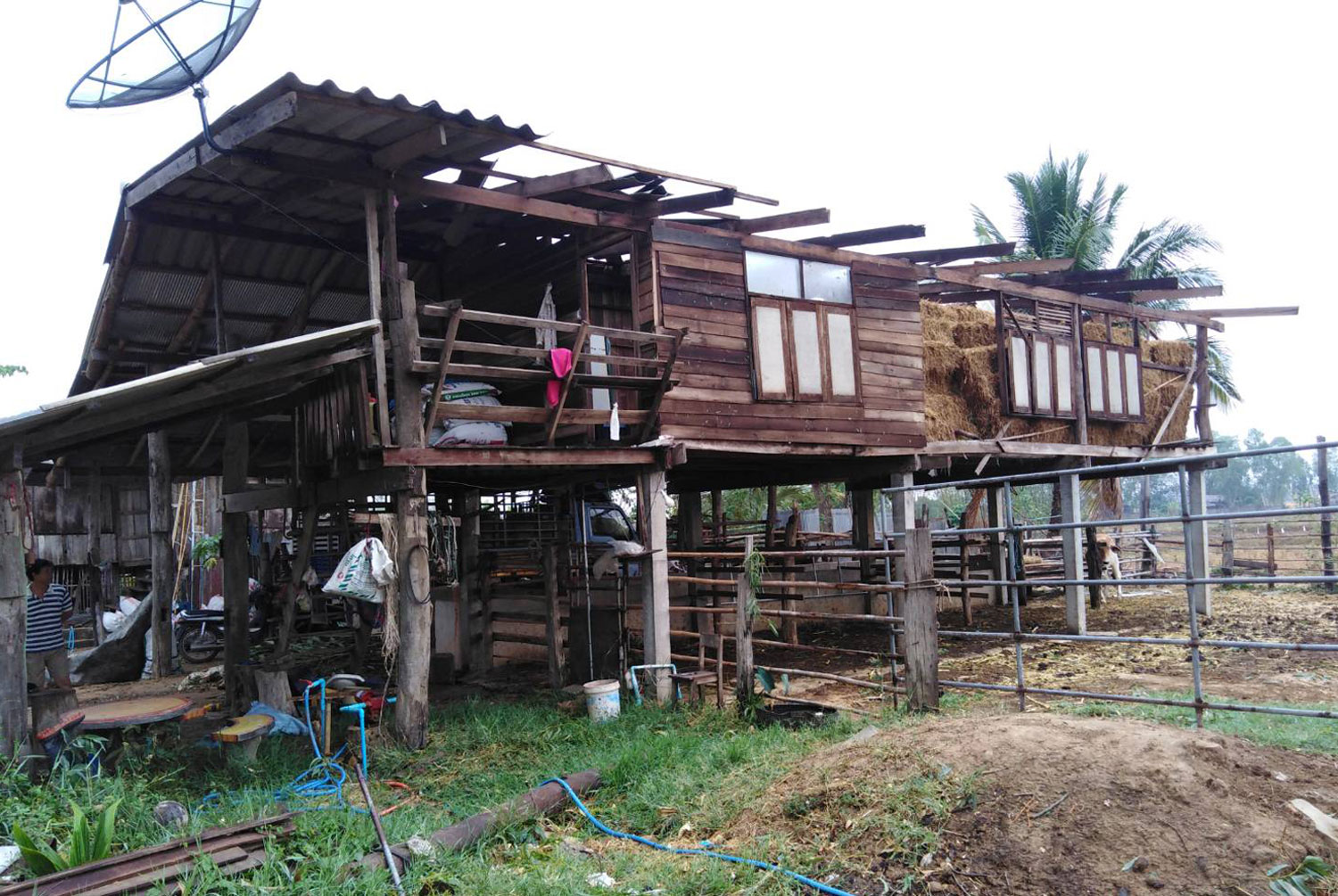 One of the 250 damaged houses in Chiang Kham district of Phayao, where a summer storm pounded 15 villages on Friday night. (Photo by Saiarun Pinaduang)