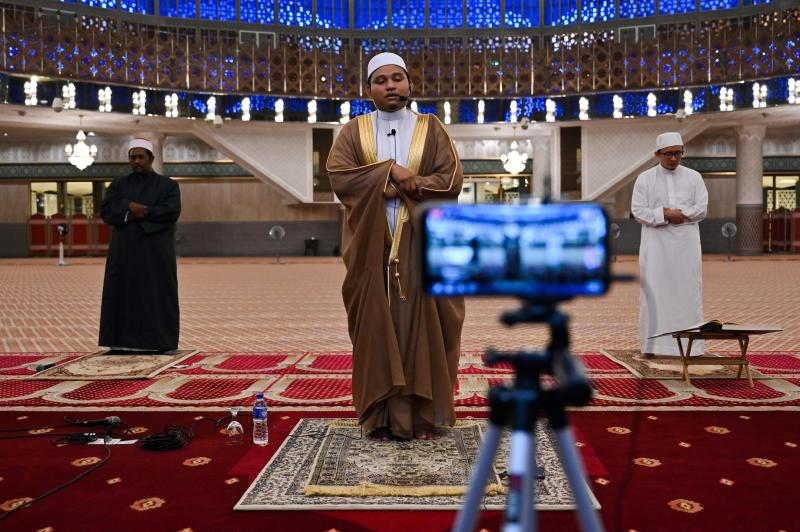 Muslim clerics practice social distancing while reciting terawih evening prayer at the National Mosque broadcast live stream on the first day of the Muslim holy month of Ramadan in Kuala Lumpur on April 24, 2020. (AFP photo)
