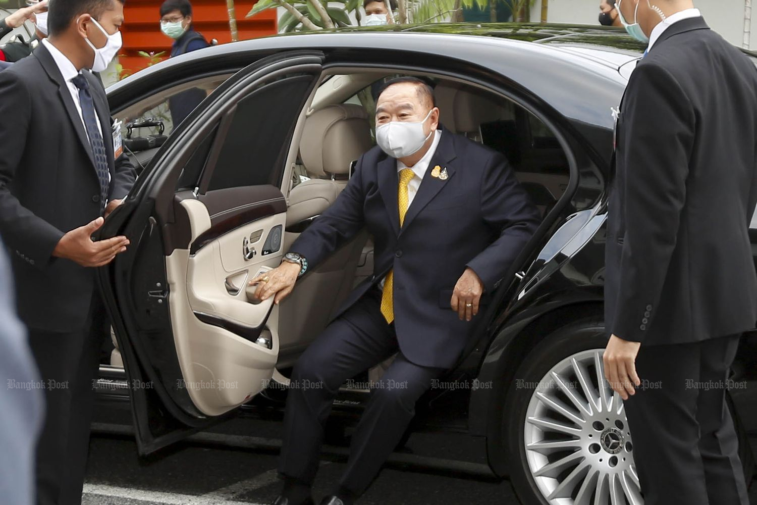 Deputy Prime Minister Prawit Wongsuwon gets out of a car after arriving at a dormitory of state-owned CAT Telecom Plc, where health personnel of the Chulabhorn Royal Academy stay, on April 14. (Photo by Pattarapong Chatpattarasill)