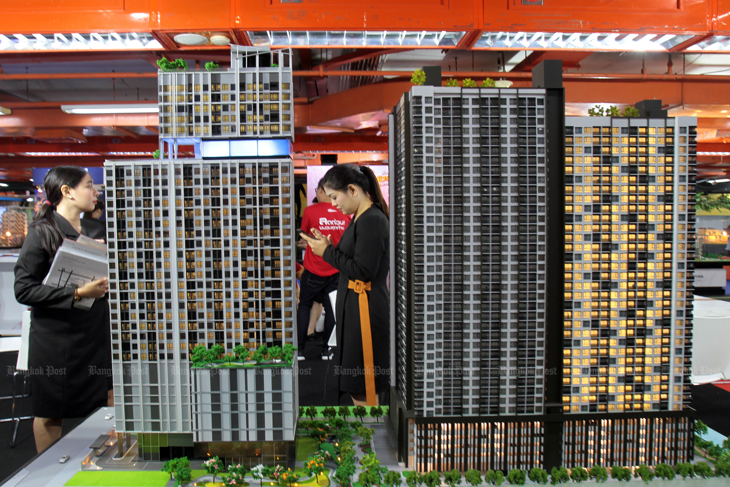 Condo investment buyers are starting to rule the market again. (Bangkok Post file photo)