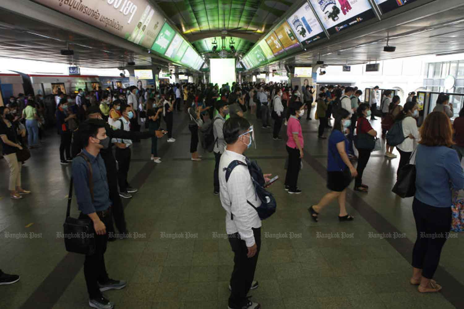 Social distancing is imposed at the Siam station of the BTS skytrain in Bangkok on Thursday. (Photo: Nutthawat Wicheanbut)