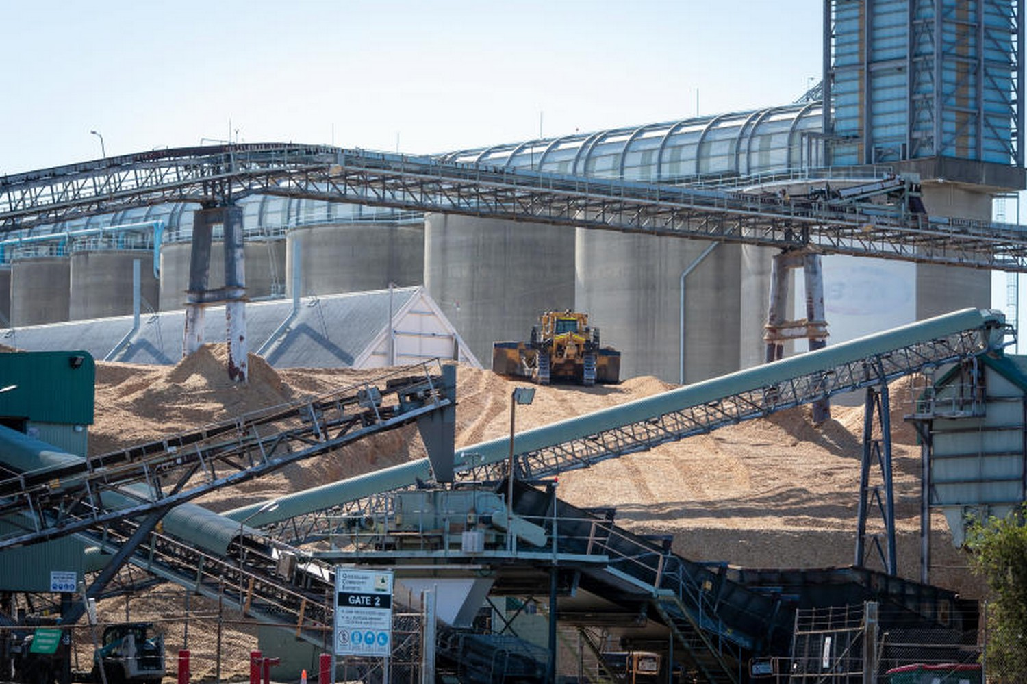 A front loader travels over wood chips for export to China at the Port of Brisbane. Australia's calls for an independent probe into the origins of the coronavirus pandemic is heightening tensions with Beijing. (Photo: Bloomberg)