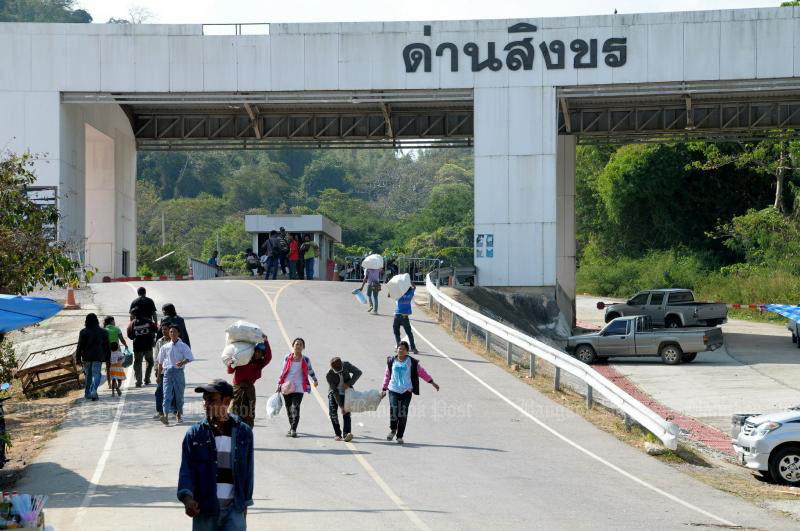 The Singkhon pass in Maung district of Prachuap Khiri Khan remains closed after the coronavirus outbreak hit the two countries. (Bangkok Post photo)