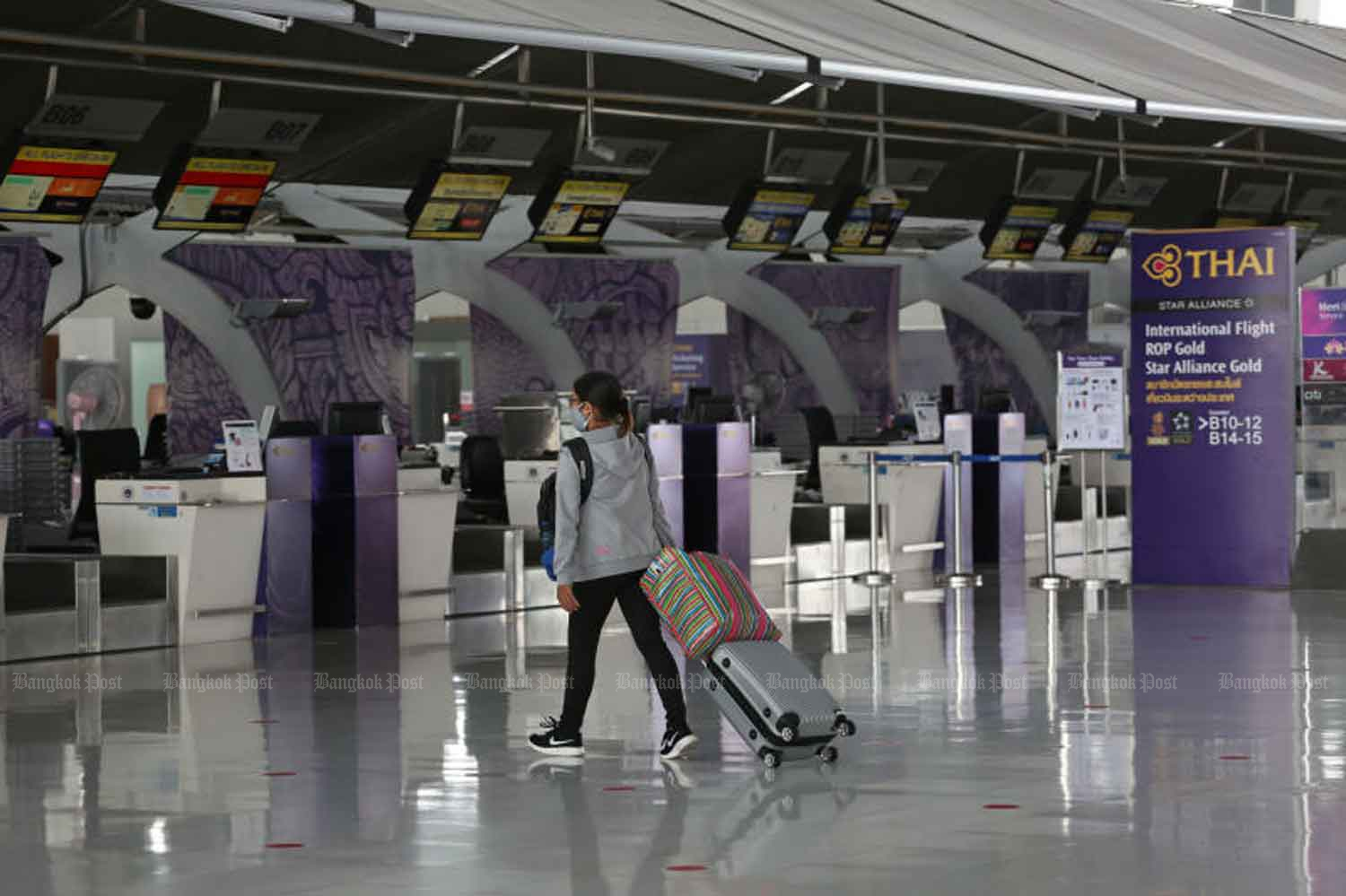 A traveller approaches the counter of Thai Airways International at Suvarnabhumi airport in Samut Prakan province last month. Finance Minister Uttama Savanayana said on Thursday the national airline needed a massive revamp, and filing for bankruptcy protection was one option. (Photo: Varuth Hirunyatheb)