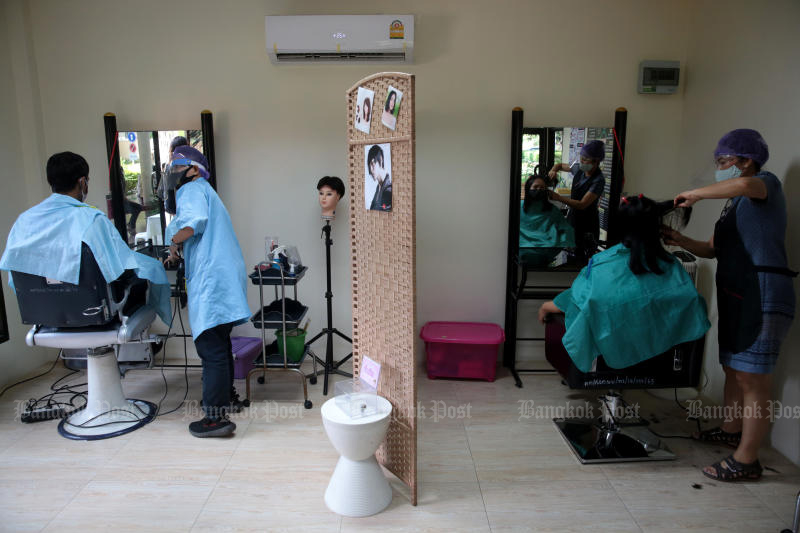 The Department of Women's Affairs and Family Development offers free service at its Anti-Covid-19 salon launched at the department on Friday. (Photo by Chanat Katanyu)