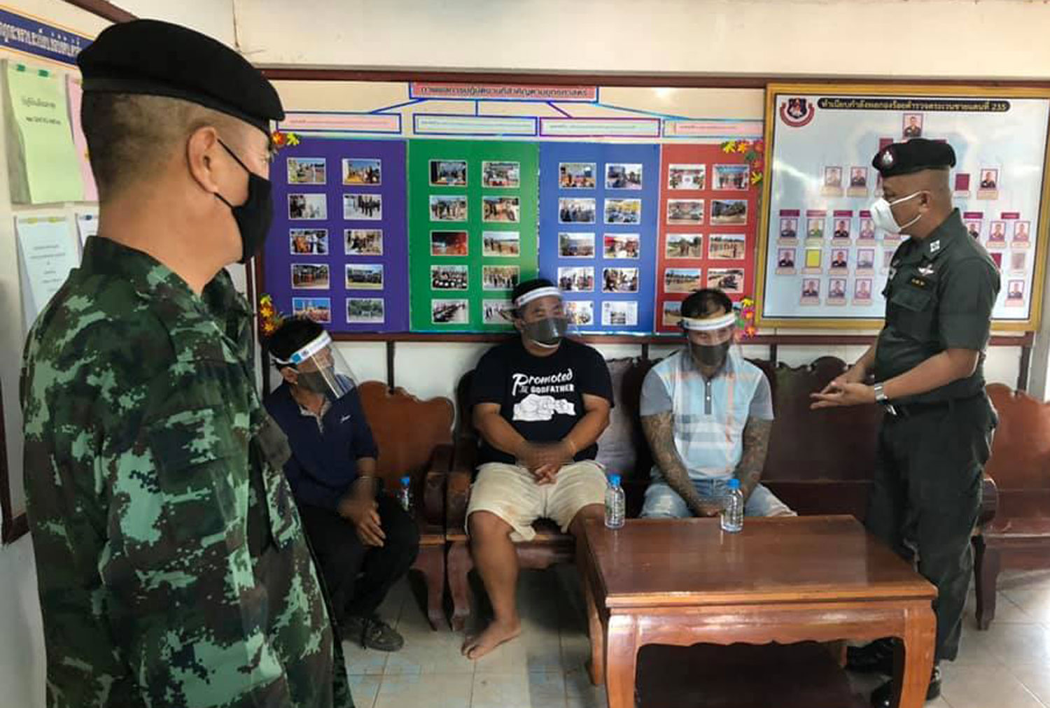 Officers interrogate a village head and his two accomplices after they were caught with 480kg of compressed marijuana on the bank of the Mekong River in Mukdahan. Border police made the arrest on Saturday. (Photo from @provincialnews191 Facebook page)