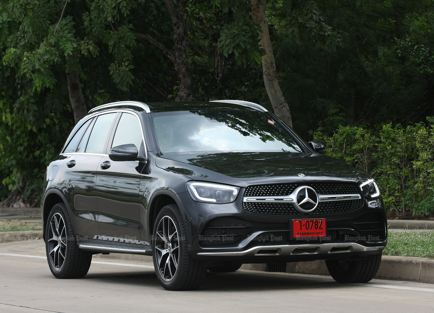 Mercedes-Benz GLC300e 4MATIC AMG Dynamic facelift (2020) review