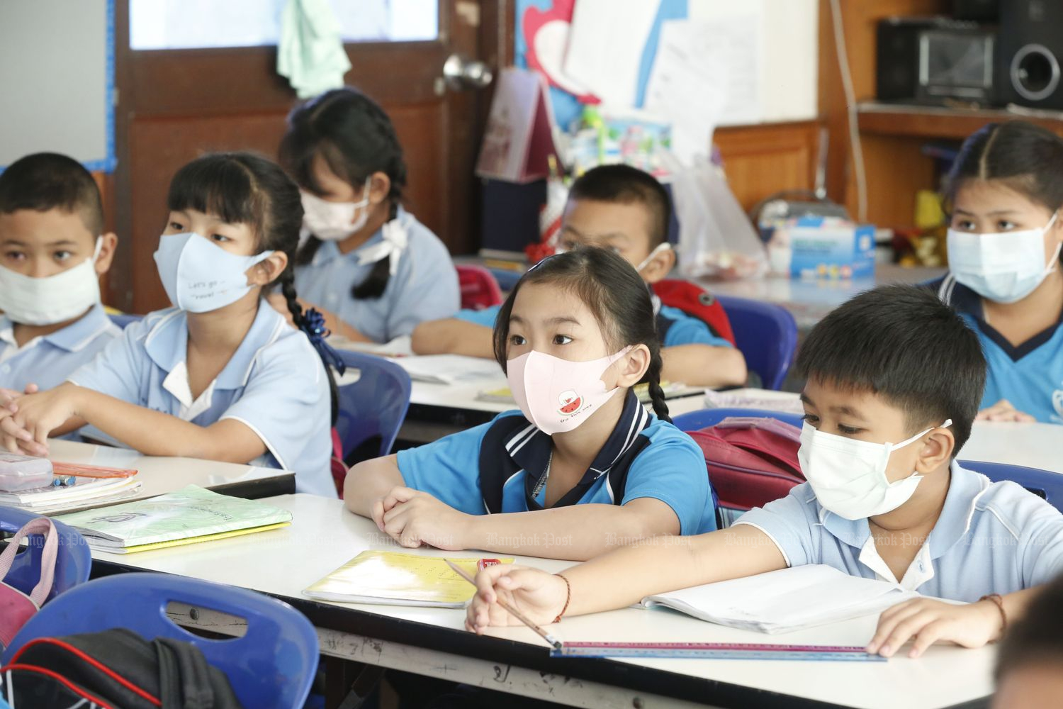 Students in a classroom at Kullawan School in Bangkok on Jan 27. More assistant teachers are needed as classrooms will be split, according to the Education Ministry. (Photo by Pornprom Satrabhaya)
